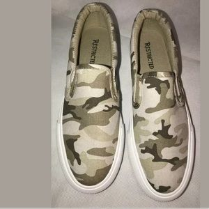 Restricted Women's shoes loafers size 8 camouflage
